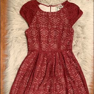 Classic Lace Dress with Zipper Back